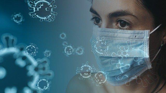 angajat cu masca coronavirus