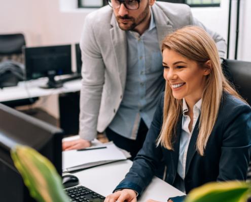 angajati fericiti pentru au contract de munca